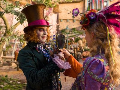 'Alicia a través del espejo', nuevo tráiler de la secuela (sin Tim Burton, con Alan Rickman)