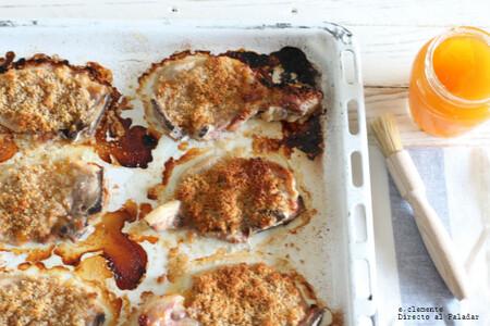 Chuletas de cerdo crujientes al albaricoque o melocotón, receta rápida para cenas improvisadas