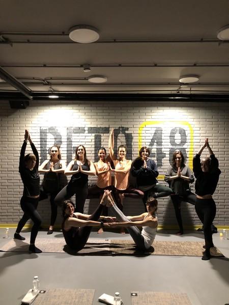 En este gimnasio tienen un programa de entrenamiento que combina yoga, pilates y mindfulness y consigue resultados en 48 días