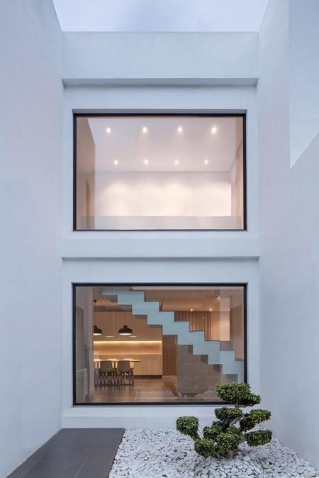 Puertas abiertas: una vivienda con mobiliario a medida en Valencia