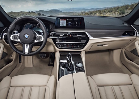 Bmw 5 Series Touring 2018 1024 28