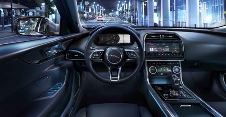 Jaguar Xe 2020 33