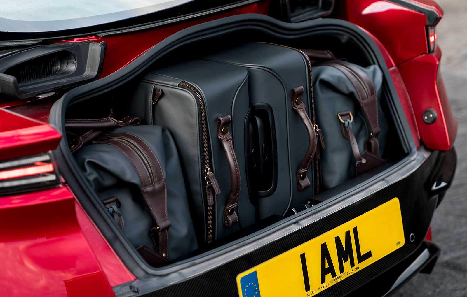 Foto de Aston Martin DBS Superleggera (31/31)
