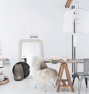 Blanco sobre blanco en un precioso apartamento con destellos tierra