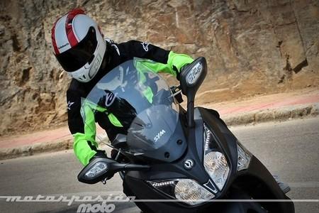El Servei Català de Trànsit propondrá a la DGT elementos reflectores en el casco