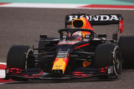 Max Verstappen pone en apuros a Mercedes y Carlos Sainz da esperanzas a Ferrari en el último día de test