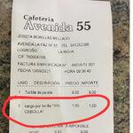 Este bar de Logroño cobra un suplemento de un euro si pides la tortilla sin cebolla: vacilar a los clientes es su estrategia de marketing
