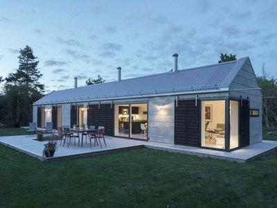 Cuando un granero es transformado en una acogedora casa en Suecia