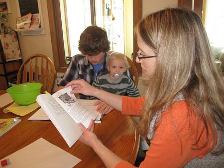 ¿Qué necesitan tener los padres para educar a sus hijos en casa?