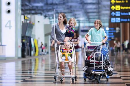¡Nos vamos de vacaciones! Consejos para viajar con bebés en el coche, el tren y el avión
