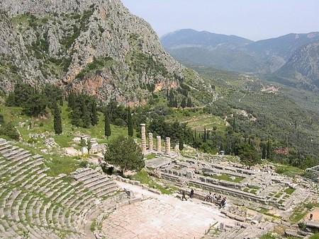 Ruinas del Teatro y Templo de Apolo en Delfos, Grecia