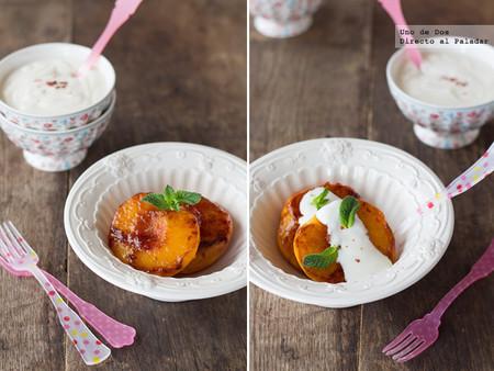 Melocotones A La Plancha Con Salsa De Yogur A La Pimienta Rosa