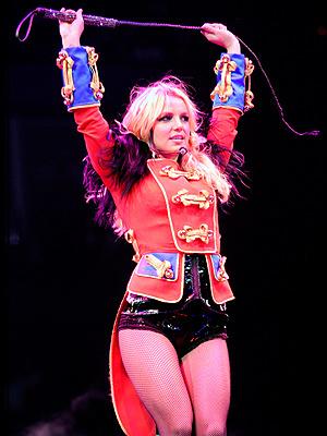Los looks de Britney Spears sobre el escenario de Circus