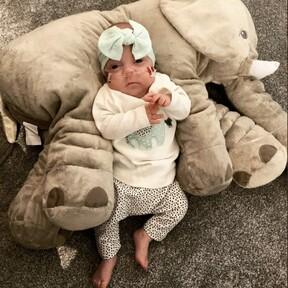 Una bebé prematura de 460 gramos de peso y solo un 10 por ciento de posibilidades de sobrevivir, ya está en casa con sus padres