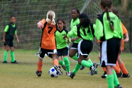 Entrenamiento neuromuscular precoz disminuye el riesgo de lesiones de rodilla en niñas