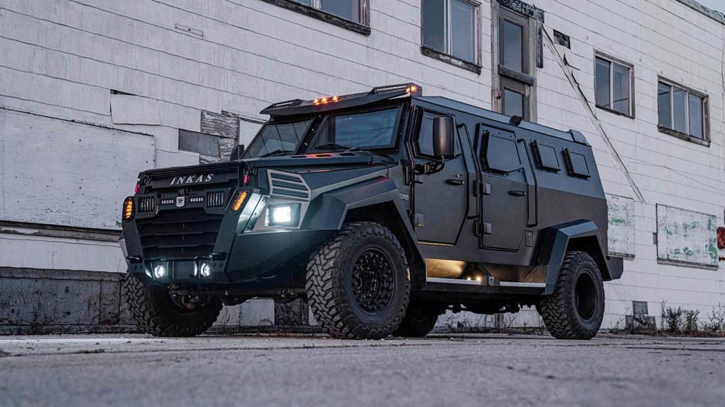 Esta bestia V8 blindada y resistente a granadas de mano es la versión civil del coche de los SWAT