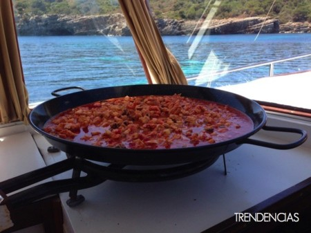 paella en barco