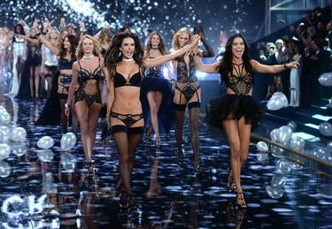 Todo lo que sabemos sobre el desfile de Victoria's Secret 2015 (con Selena Gómez y Rihanna)
