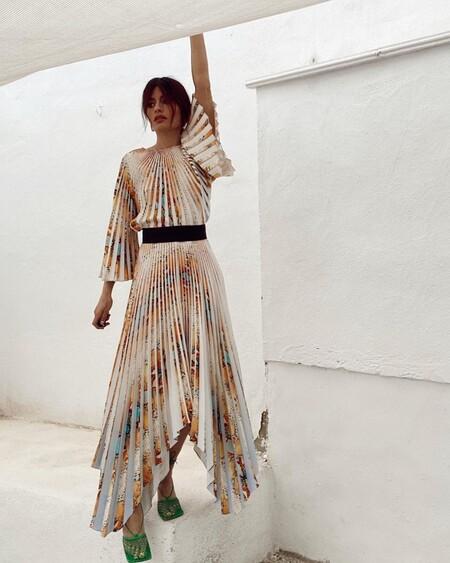 Nueve vestidos de fiesta de las rebajas de H&M que solo necesitan unas sandalias de tiras para brillar