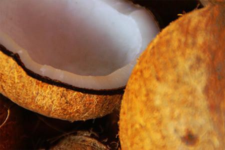 El aceite de coco podría ser un aliado en el mantenimiento del peso corporal