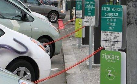 Recargar tu eléctrico sin cables, la lucha por adelantar el futuro