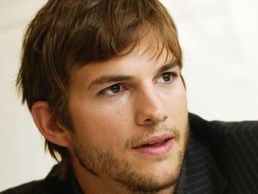 Ashton Kutcher igual le da a la claqueta que le da a las tijeras