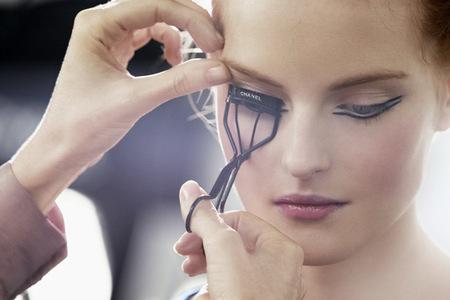 Maquillando ojos