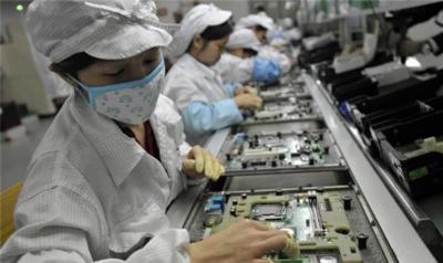 Foxconn plantea futuros recortes en una plantilla que cada vez cobra más