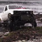 Esta pick-up Toyota de radiocontrol te dejará helado cuando la veas bucear bajo aguas gélidas
