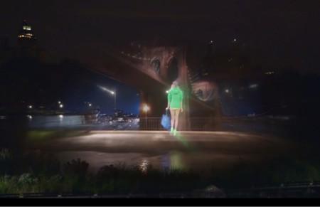 Polo logra el desfile más espectacular con un holograma en 4D sobre el lago de Central Park