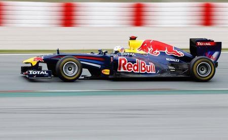 Sebastian Vettel voló en Barcelona con el depósito lleno