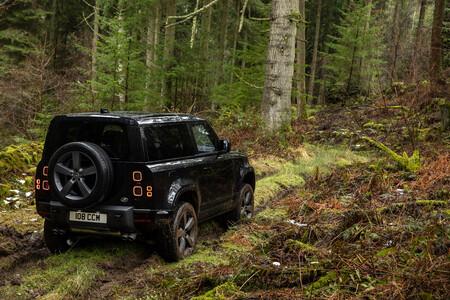 Land Rover Defender V815