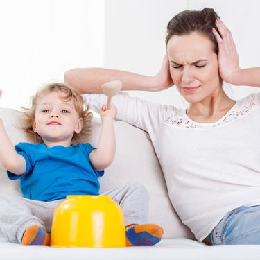 Condenados a pagar más de cien mil euros a una vecina por el ruido que hacían sus hijos: ¿cómo podemos evitar este tipo de situaciones?