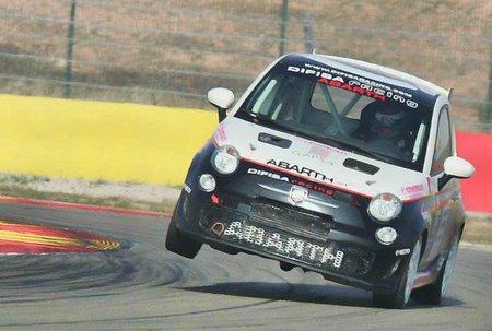 Jorge Lorenzo se sube al podio de Motorland, con cuatro ruedas