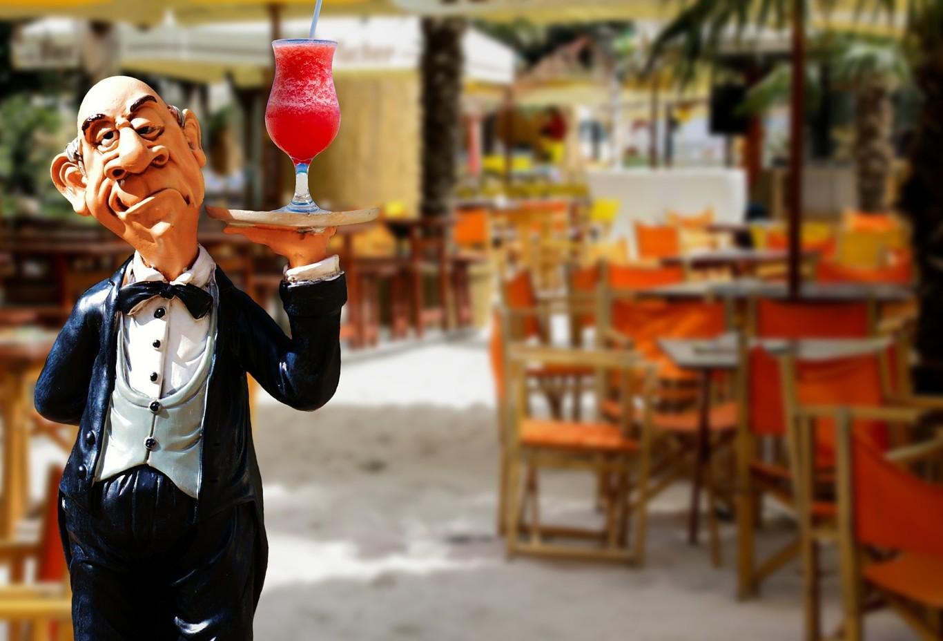 La vida del camarero resumida en 13 GIFS