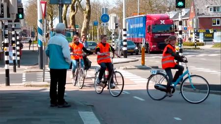 Un examen para ir en bici por la calle: Holanda lleva haciéndolo desde hace más de ochenta años y es un éxito