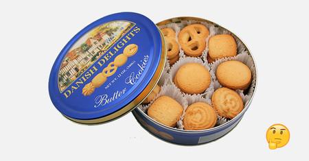 Resulta que todas las madres del MUNDO guardaban el kit de costura en la misma caja de galletas