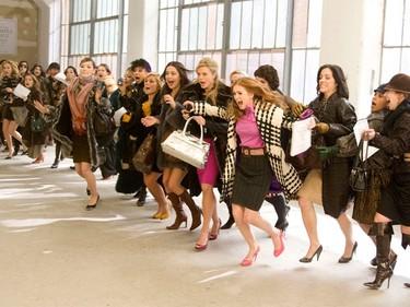 Casi la mitad de las mujeres no entrarían en una tienda si no hubiera rebajas (según un estudio)