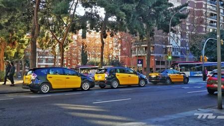 La guerra del taxi continúa en 2020: los taxistas de Barcelona amenazan con nuevas protestas durante el Mobile World Congress