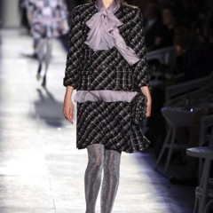 Foto 10 de 61 de la galería chanel-alta-costura-otono-invierno-2012-2013-rosa-gris-brillos-y-nuevo-vintage en Trendencias