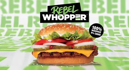 """Burger King estrena su hamburguesa con """"carne de mentira"""" en España y casi toda Europa: la 'Rebel Whopper'"""
