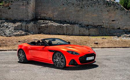Probamos el Aston Martin DBS Superleggera Volante, una bestia de 725 CV y 900 Nm vestida  con un traje de alta costura