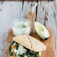 Sándwich verde de guacamole. Receta fácil