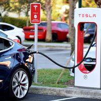 """Tesla pagará un millón y medio de dólares a algunos propietarios de Tesla Model S: una actualización de software que """"salió muy mal"""""""