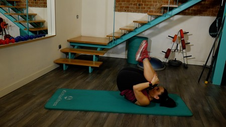 pilates-rolling-like-ball