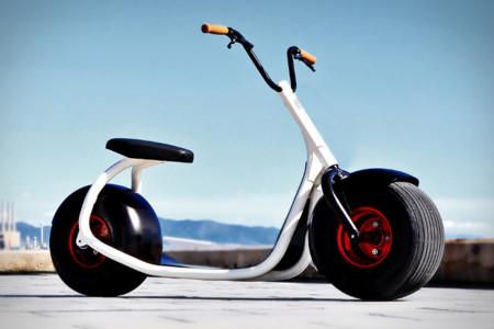 ¿Es un patinete?¿Es una moto? ¡No!, es un Scrooser