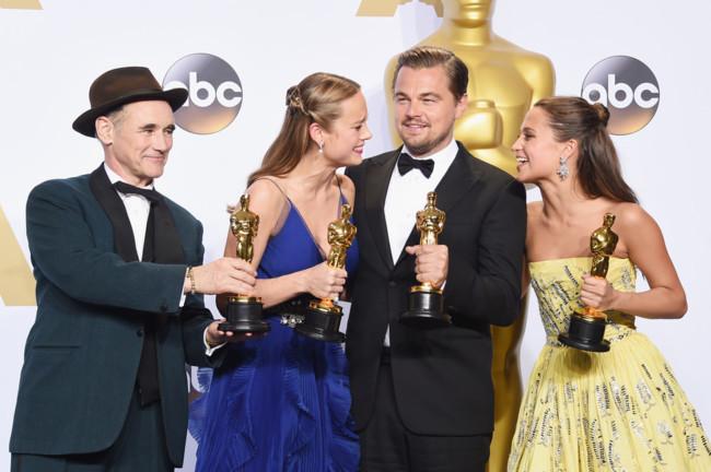 Mark Rylance, Brie Larson, Leonardo DiCaprio y Alicia Vikander con sus Oscars