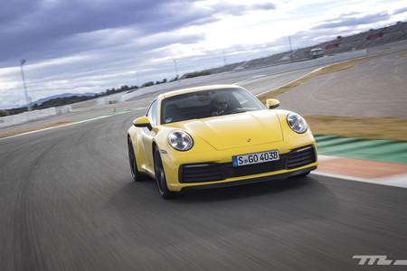 Porsche 911 992 frontal en circuito