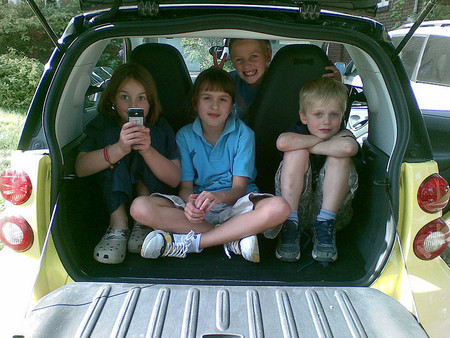 Los niños no se deben quedar solos en el coche