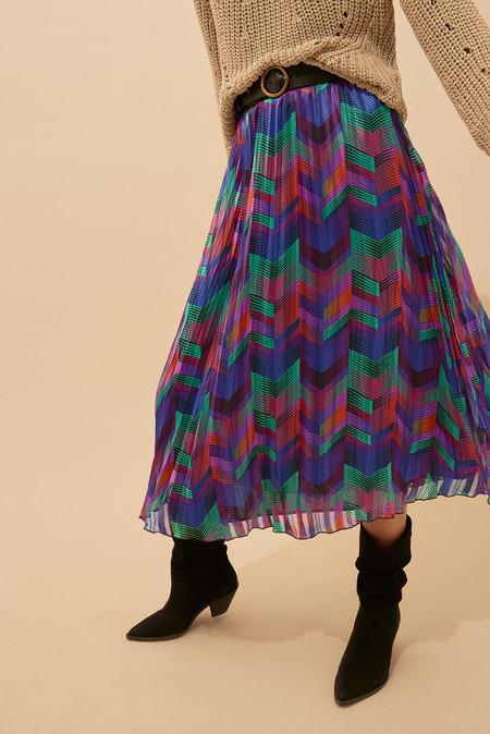 Estas son las 17 faldas midi más bonitas de la temporada, y te avisamos, las vas a querer todas